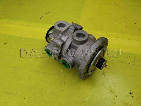 Кран тормозной главный Daewoo Novus (под педалью) 34534-01280 34534-10192